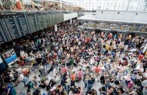 Munich airport cancels flights after intruder alert - ảnh 1