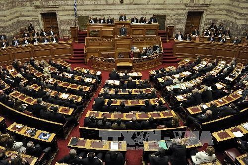 Greeks approve deal to rename Macedonia - ảnh 1