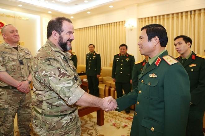 Vietnam, UK to reinforce ties in military medicine - ảnh 1