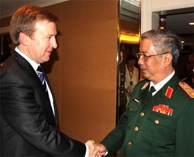 รัฐมนตรีช่วยกลาโหมเวียดนามNguyễn Chí Vịnhกล่าวปราศรัยในการสนทนาแซงกรีล่า - ảnh 2