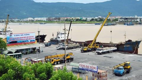 ท่าเรือดานังต้อนรับเรือท่องเที่ยวลำแรกที่มาเยือนเวียดนามในวันปีใหม่ - ảnh 1