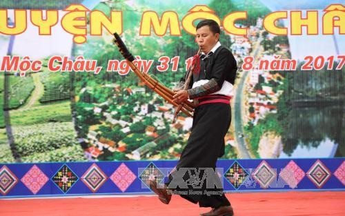 Độc đáo điệu nhảy khèn dân tộc Mông ở Mộc Châu, Sơn La - ảnh 1