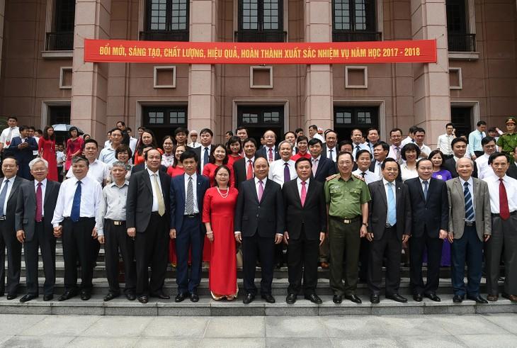 Thủ tướng Nguyễn Xuân Phúc dự Lễ khai giảng năm học mới Học viện Chính trị Quốc gia Hồ Chí Minh - ảnh 1