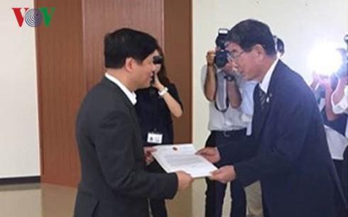 Đại sứ Việt Nam tại Nhật Bản hỗ trợ thực tập sinh điều trị bệnh - ảnh 1