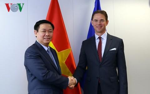 Lãnh đạo EU khẳng định coi trọng Hiệp định EVFTA với Việt Nam - ảnh 1