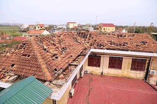 Tiếp tục các hoạt động quyên góp ủng hộ đồng bào miền Trung bị thiệt hại do bão số 10 - ảnh 1