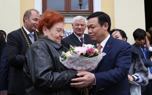 Phó Thủ tướng Vương Đình Huệ thăm làm việc tại Slovakia - ảnh 2