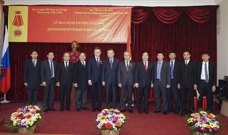 Việt Nam trao tặng Huân chương Hữu nghị cho Lãnh đạo Cơ quan An ninh  Nga  - ảnh 1