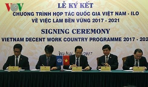 Việt Nam và ILO ký kết chương trình hợp tác quốc gia về việc làm bền vững - ảnh 1