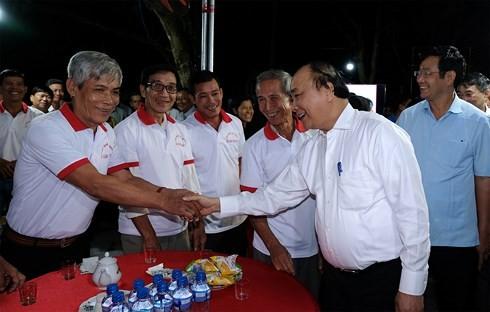 Thủ tướng Nguyễn Xuân Phúc thăm mô hình hội quán của người nông dân Đồng Tháp  - ảnh 1