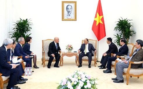 Thủ tướng Nguyễn Xuân Phúc tiếp cố vấn nội các của Thủ tướng Nhật Bản - ảnh 1