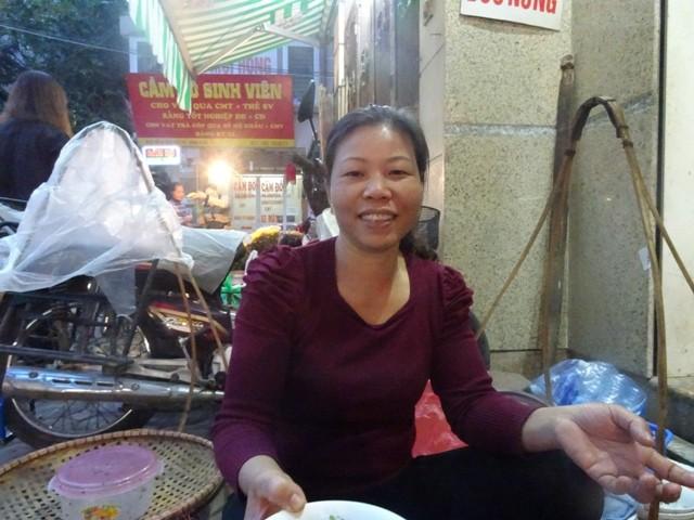 Ấm áp hương vị bánh đúc nóng mùa Đông Hà Nội - ảnh 7