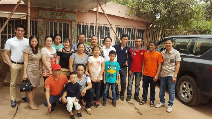 Đại sứ quán Việt Nam gặp mặt cộng đồng người Việt tại Mali - ảnh 2
