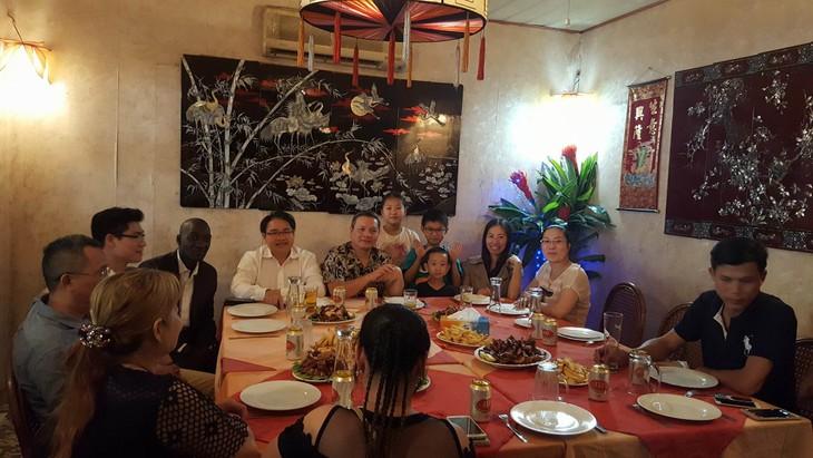 Đại sứ quán Việt Nam gặp mặt cộng đồng người Việt tại Mali - ảnh 3