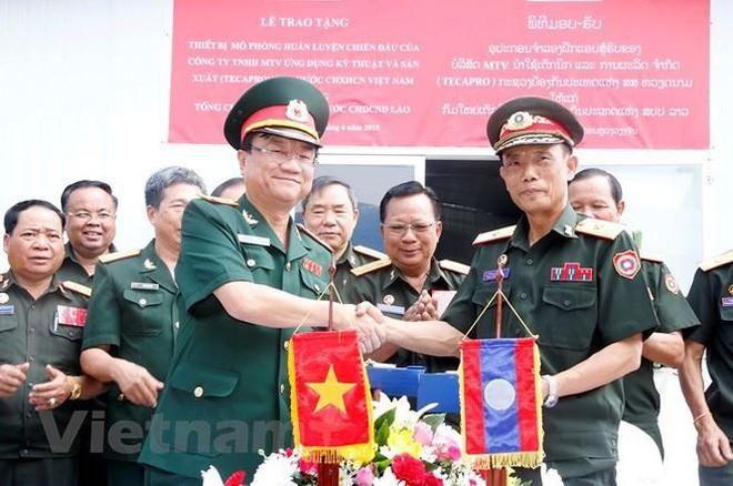 Việt Nam bàn giao Trung tâm mô phỏng huấn luyện chiến đấu cho Bộ Quốc phòng Lào - ảnh 1