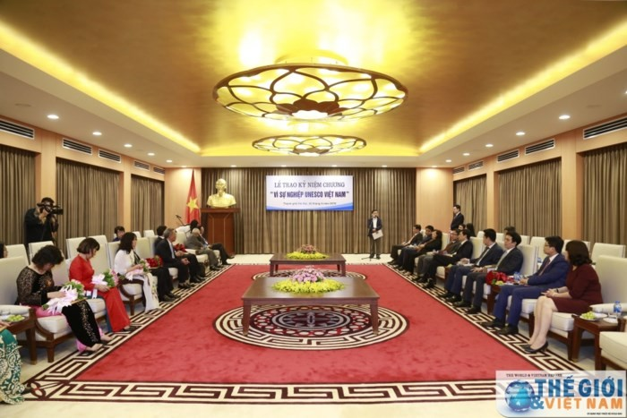 UNESCO Việt Nam trao tặng Kỷ niệm chương cho các cá nhân tiêu biểu của Hà Nội - ảnh 1