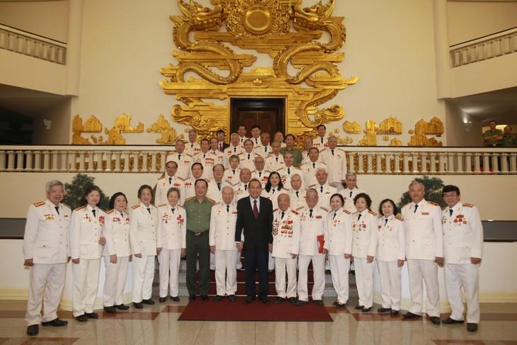 Phó Thủ tướng Trương Hòa Bình tiếp đoàn cán bộ Công an chi viện chiến trường Miền Nam - ảnh 1