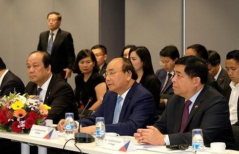 Thủ tướng Nguyễn Xuân Phúc đối thoại với lãnh đạo các tập đoàn, doanh nghiệp hàng đầu Singapore - ảnh 1