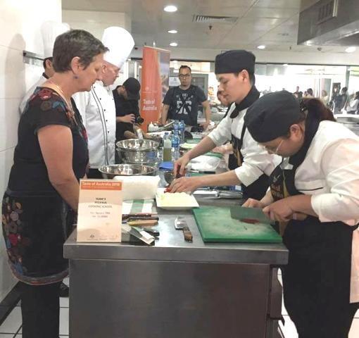 Đầu bếp Tracey Lister: Ẩm thực Việt ngày càng mê hoặc tôi - ảnh 3