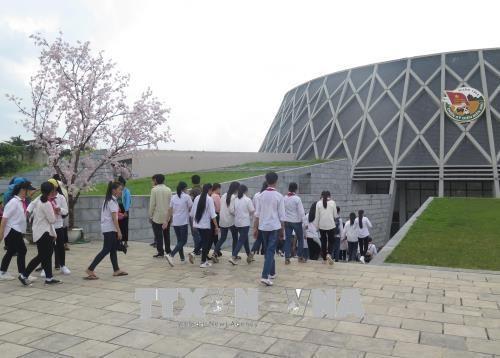 Hàng nghìn du khách đổ về thăm Điện Biên trong dịp 7/5 - ảnh 1