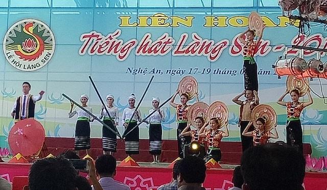 Sôi nổi các hoạt động kỷ niệm 128 năm Ngày sinh Chủ tịch Hồ Chí Minh - ảnh 1