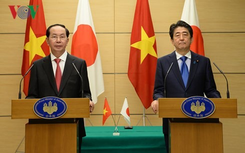 Chủ tịch nước Trần Đại Quang và Thủ tướng Nhật Bản Shinzo Abe đồng chủ trì họp báo - ảnh 1