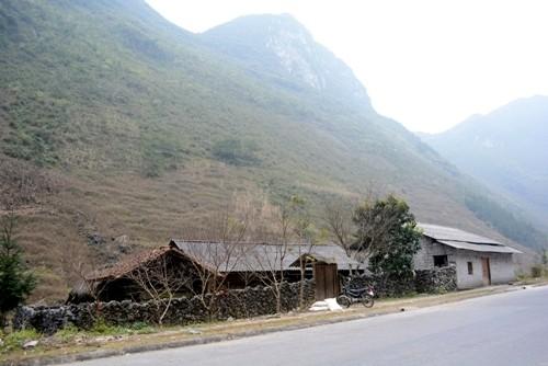 Kiến trúc nhà ở của người Mông ở Hà Giang - ảnh 2