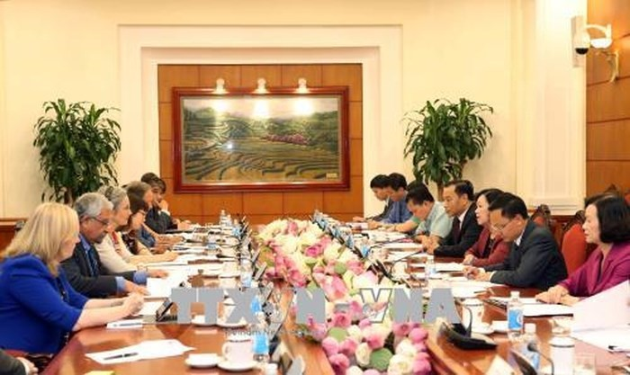 Trưởng Ban Dân vận Trung ương làm việc với Nhóm Điều phối chính sách giới của các Đại sứ - ảnh 1