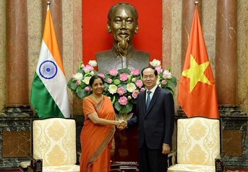 Chủ tịch nước Trần Đại Quang tiếp Bộ trưởng Quốc phòng Ấn Độ Nirmala Sithara man - ảnh 1