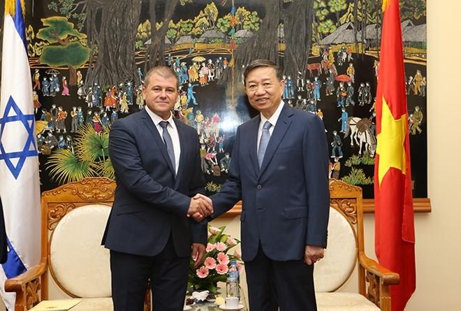 Bộ trưởng Tô Lâm tiếp Tổng Vụ trưởng Bộ Công an Nhà nước Israel  - ảnh 1