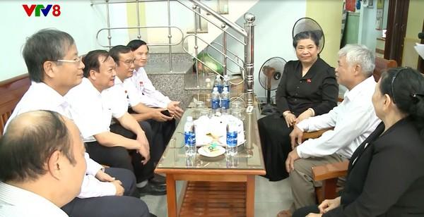 Phó Chủ tịch Quốc hội Tòng Thị Phóng thăm, tặng quà các gia đình chính sách tại Đà Nẵng - ảnh 1