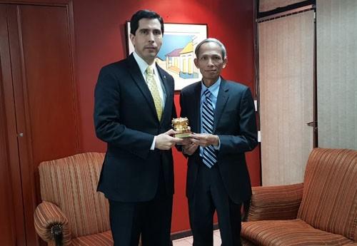 Việt Nam và Paraguay tăng cường hợp tác  Đại sứ Đặng Xuân Dũng, đại sứ Việt Nam tại Argentina kiêm  - ảnh 1