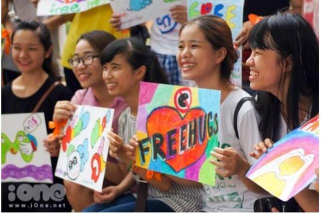 Ngày hội Ôm quốc tế 2018 diễn ra tại thành phố Hồ Chí Minh - ảnh 1