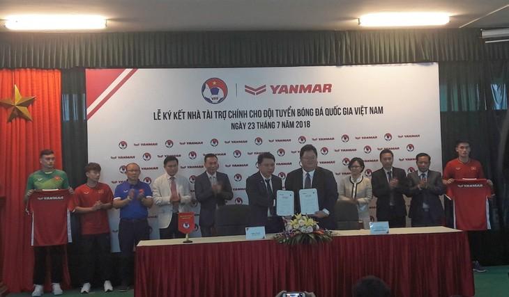 Doanh nghiệp đồng hành cùng đội tuyển bóng đá quốc gia Việt Nam - ảnh 1