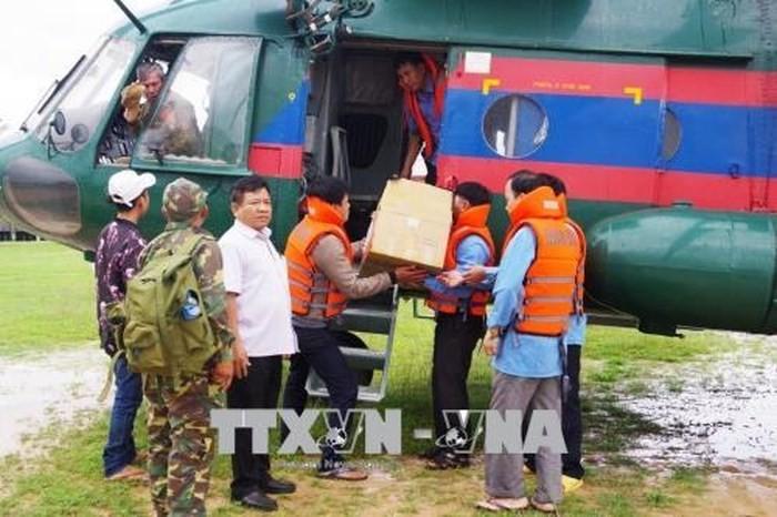 Việt Nam hỗ trợ lực lượng, phương tiện giúp Lào  - ảnh 1