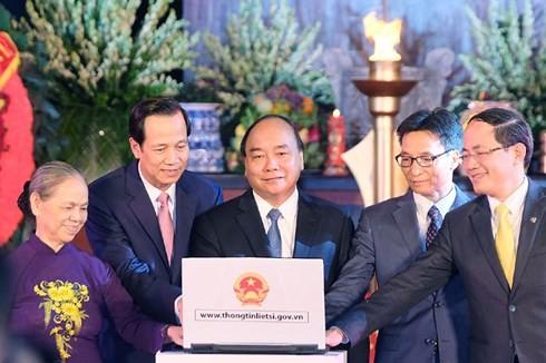 Thủ tướng Nguyễn Xuân Phúc dâng hương tại Nghĩa trang liệt sỹ Sơn Tây, Hà Nội  - ảnh 2