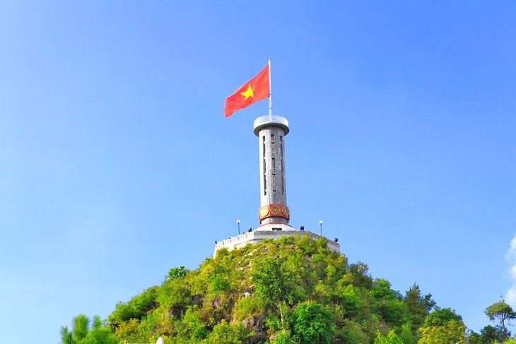Nhà thơ Hùng Đình Quý và chuyện cột cờ trên đỉnh Lũng Cú - ảnh 1