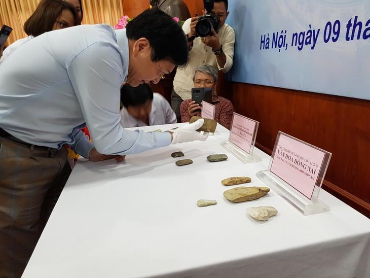 Bảo tàng Lịch sử quốc gia tiếp nhận hiện vật do Đại sứ quán Việt Nam tại CHLB Đức bàn giao - ảnh 2