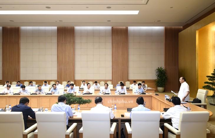 Thủ tướng Nguyễn Xuân Phúc chủ trì họp về hỗ trợ khẩn cấp nhà ở cho hộ dân mất nhà do lũ quét và sạt lở đất - ảnh 2