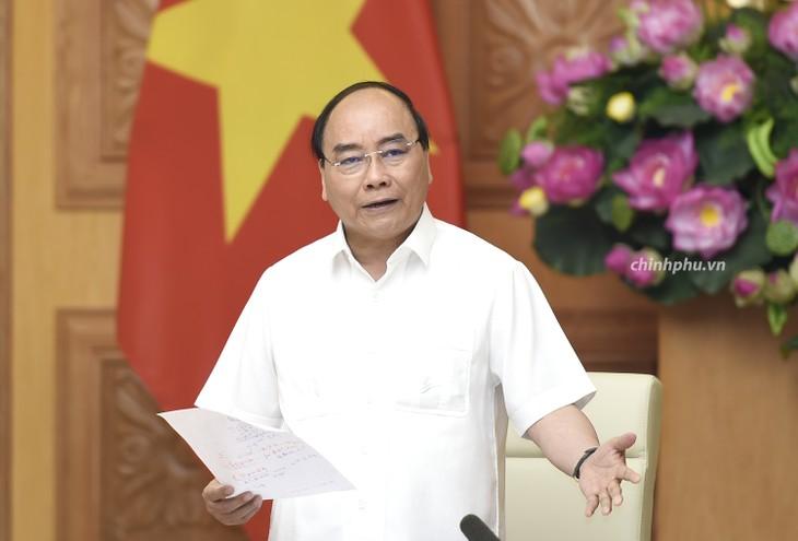Thủ tướng Nguyễn Xuân Phúc chủ trì họp về hỗ trợ khẩn cấp nhà ở cho hộ dân mất nhà do lũ quét và sạt lở đất - ảnh 1