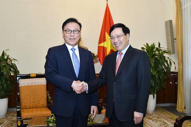 Phó Thủ tướng Chính phủ, Bộ trưởng Ngoại giao Phạm Bình Minh tiếp Tổng lãnh sự danh dự Việt Nam khu vực Busan – Gyeongnam - ảnh 1