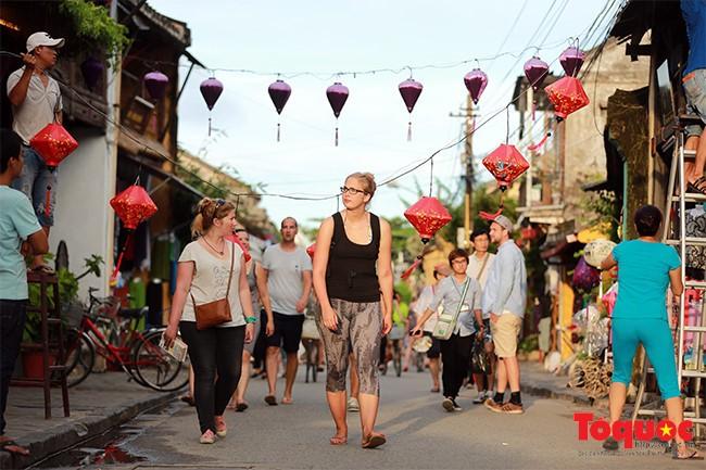 Khách quốc tế đến Việt Nam tiếp tục tăng trưởng tốt - ảnh 1
