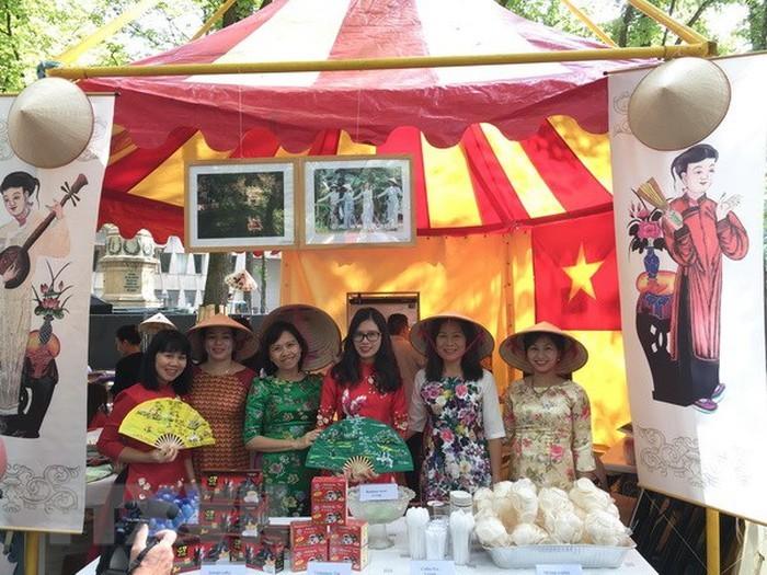 Văn hóa Việt Nam tạo điểm nhấn tại Lễ hội sứ quán 2018 của Hà Lan - ảnh 1