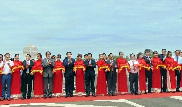 Phó Thủ tướng Trịnh Đình Dũng cắt băng thông xe đường cao tốc Đà Nẵng-Quảng Ngãi - ảnh 1