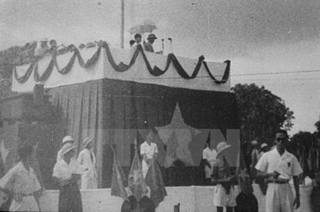 Quảng trường Ba Đình, nơi ghi dấu ấn lịch sử của dân tộc Việt Nam - ảnh 1