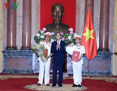 Chủ tịch nước trao quyết định bổ nhiệm 2 Phó Viện trưởng VKSND tối cao - ảnh 1