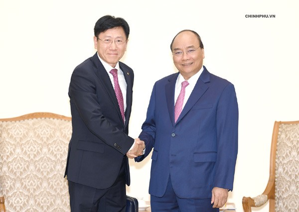 Thủ tướng Nguyễn Xuân Phúc tiếp một số nhà đầu tư nước ngoài - ảnh 1