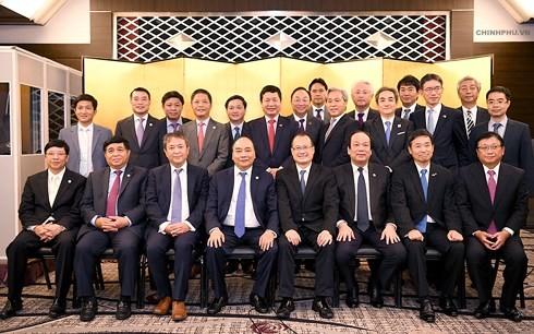 Thủ tướng Nguyễn Xuân Phúc tọa đàm với các doanh nghiệp hạ tầng và tài chính Nhật Bản - ảnh 2
