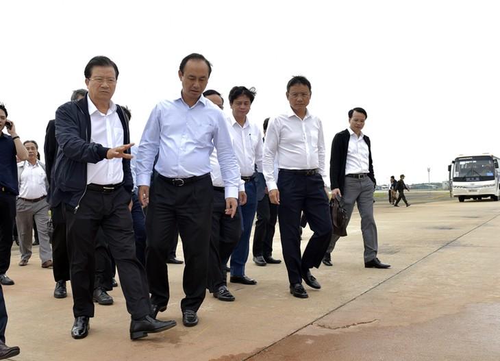 Phó Thủ tướng Trịnh Đình Dũng: Cần nghiên cứu sớm nâng cấp, mở rộng sân bay Nội Bài - ảnh 1