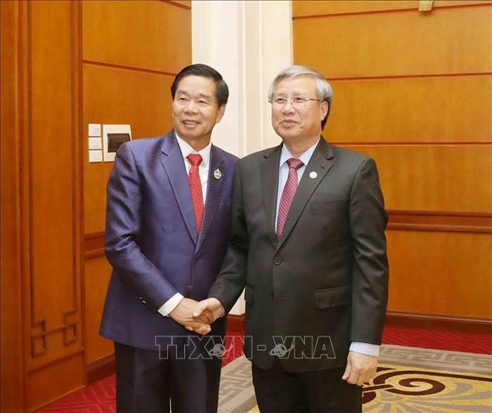 Thường trực Ban Bí thư Trần Quốc Vượng tiếp Đoàn đại biểu cấp cao Thủ đô Vientiane - ảnh 1